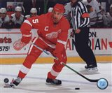 Nicklas Lidstrom 2009-10 Action