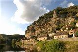 Village at the waterfront, La Roque-Gageac, Dordogne, Aquitaine, France