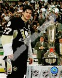 Sidney Crosby with the 2007-08 Prince of Wales Trophy Art Print
