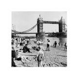 Londoners Relax on Tower Beach, 1952 Art Print